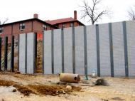 tn 16946 Classic Slumpstone Panel Wall with Precast Engineering (1)
